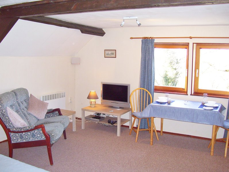 Le Boterff - Superior Studio Apartment 'The Roost' - Sleeps 2  (NEW Listing), holiday rental in St Nicolas du Pelem