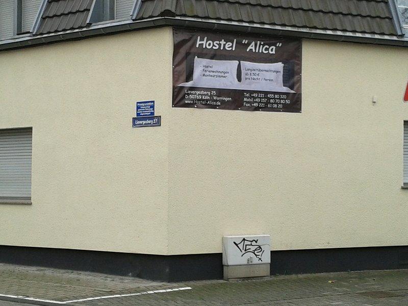 Hostel. Apartment für 5 Personen im Kölner Norden, holiday rental in Leichlingen