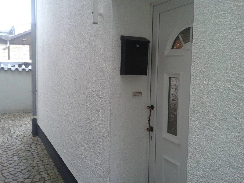 Hostel . Apartment für 4 Personen im Kölner Norden, holiday rental in Leichlingen