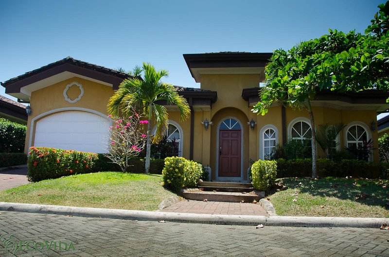 Casa Miguel in the beautiful gated community of Costa del Sol