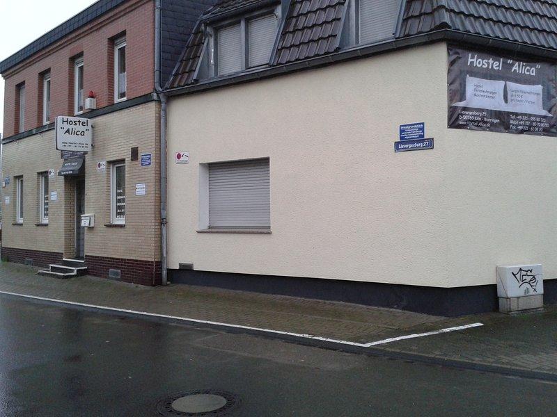 Hostel . Double Apartment für 9 Personen, holiday rental in Leichlingen