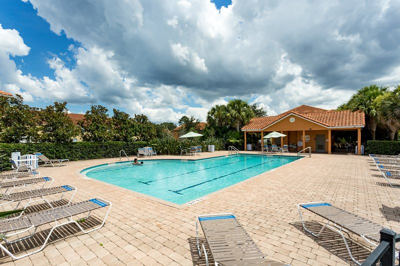 CW3- Nicely furnished 1 mile from Disney- 3bed 3bath, casa vacanza a Celebration