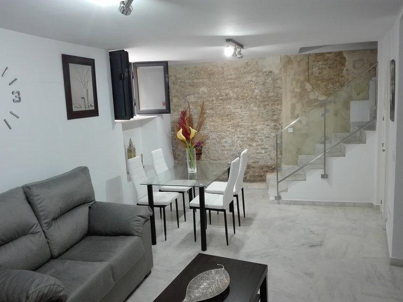 Apartamento Duplex en el centro de Sevilla, zona Alfalfa, holiday rental in Seville