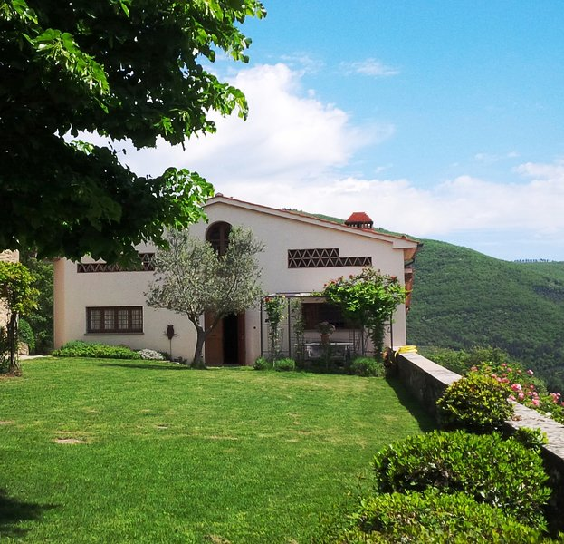 Country villa with pool and wonderful view, holiday rental in Loro Ciuffenna