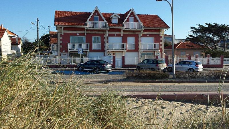 Soulac, face à l'océan, appartement*** avec jardin pour 4 personnes, aluguéis de temporada em Le Verdon Sur Mer