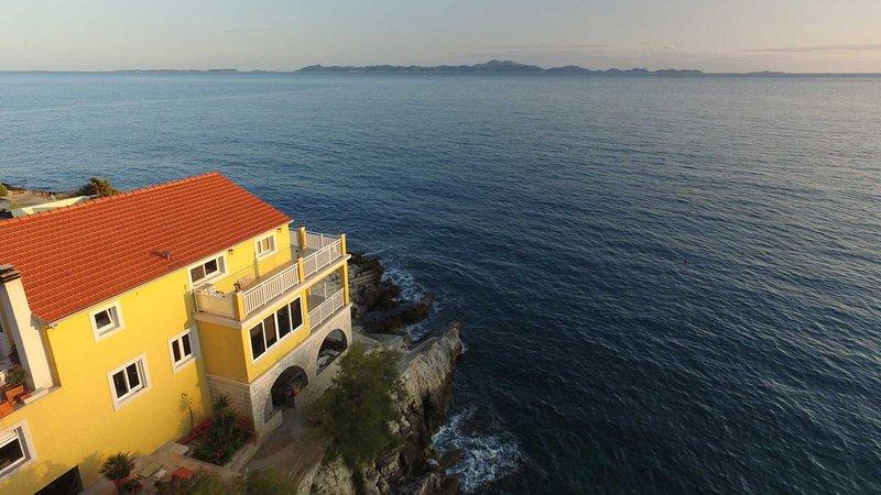 R&N Luxury Apartment, holiday rental in Zavalatica