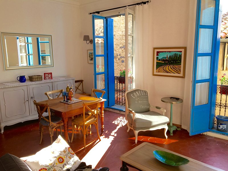 Welcome to 'L'Appartement des Artists #2' in the heart of Pezenas, France