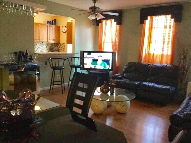Spacious  two bed rooms condo in Inwood, uptown, holiday rental in Yonkers