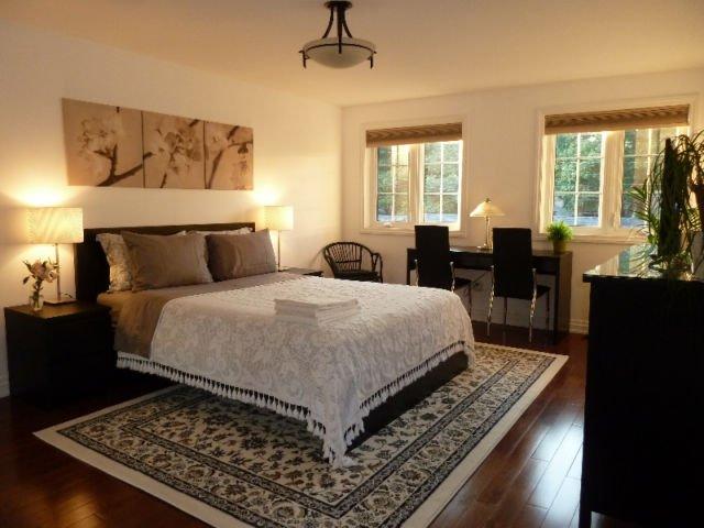 Precioso extra grande de 1 dormitorio en el piso 2d ideal para parejas o solteros.