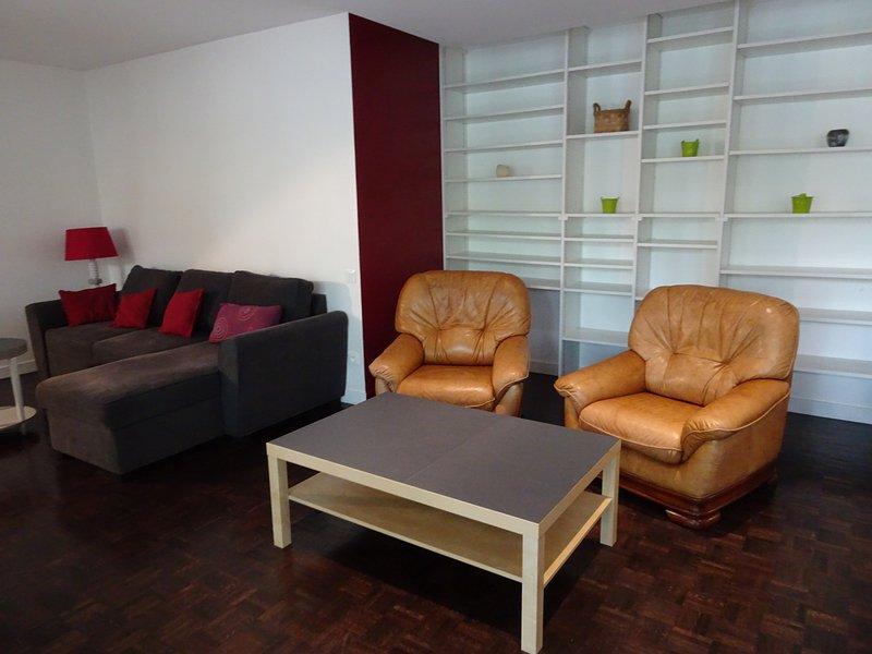 LYON: bel appartement 133m² traversant E/W avec balcon sur les quais de la Saône, holiday rental in La Tour-de-Salvagny