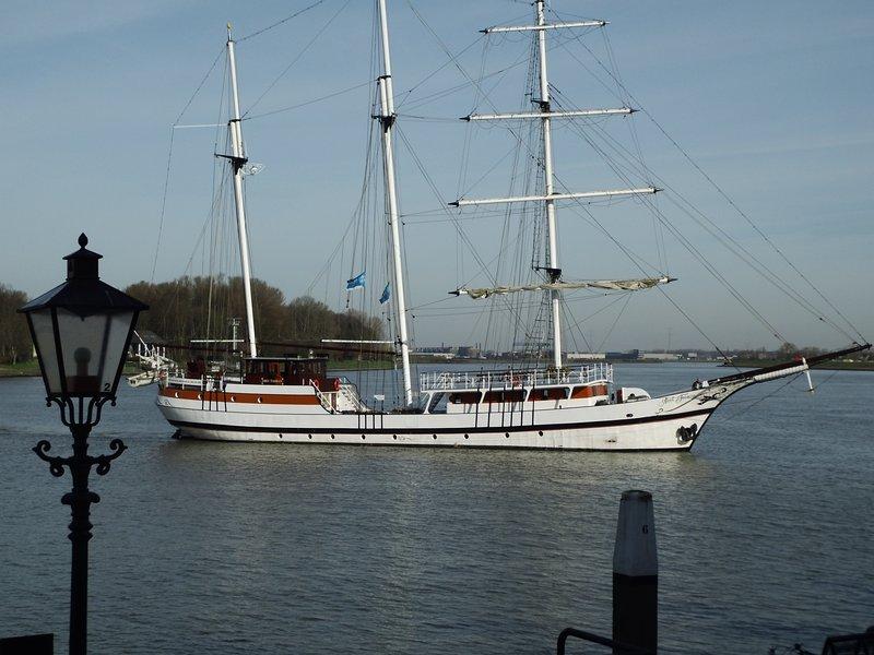 Tallship en el río