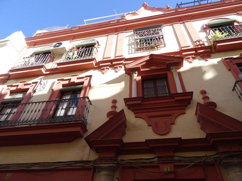 Fassade des Gebäudes. Typische Sevillian Herrenhaus. XVIII Jahrhundert.