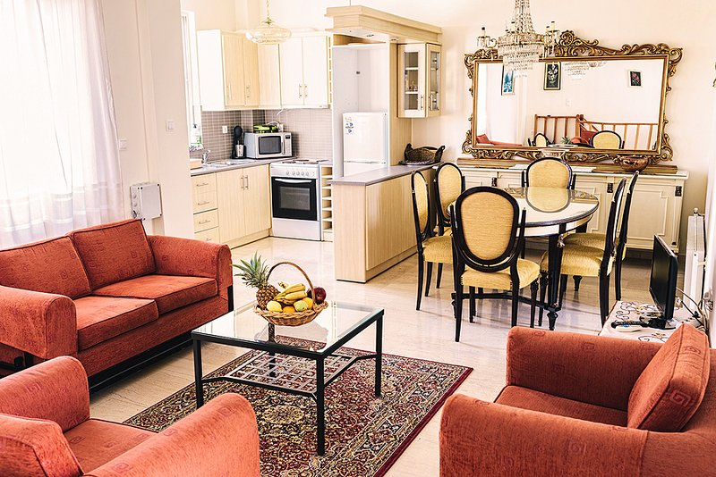 LUXURIOUS 3BR APARTMENT, NEAR TO ACROPOLIS, holiday rental in Dafni