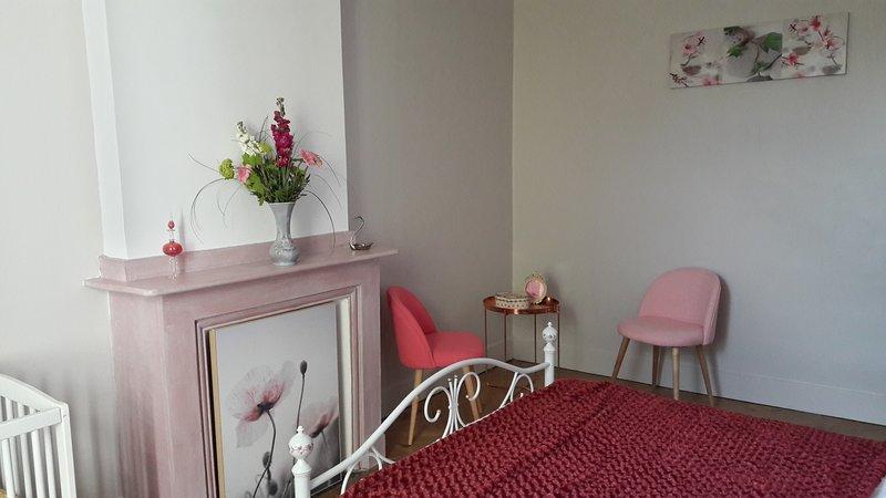 La Maison Grenadine - chambre 'aux roses', holiday rental in Escales