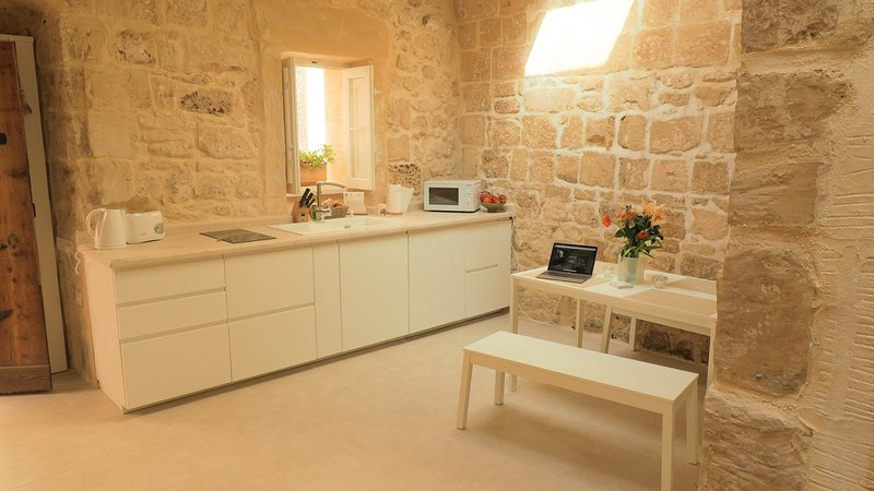 Bartolomew 500 Year old House of Character, holiday rental in Dingli
