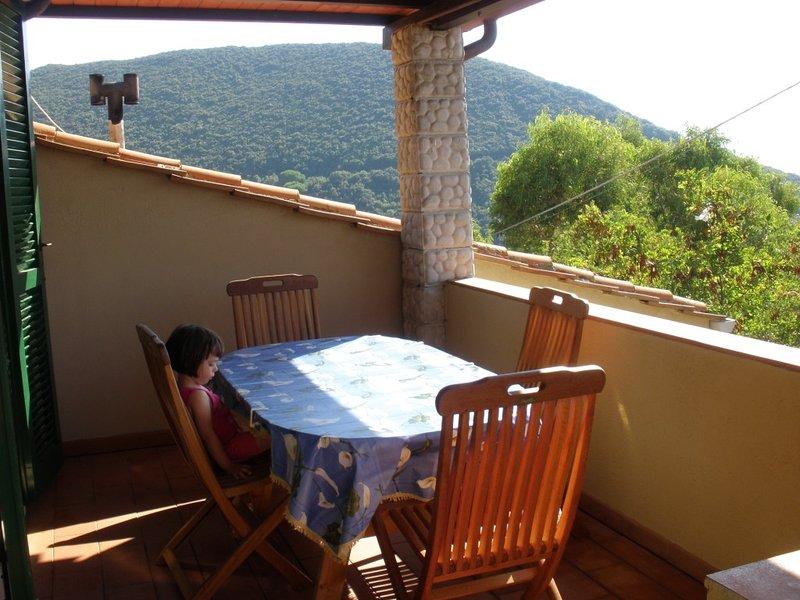 Bilocale con terrazza panoramica, holiday rental in Marciana