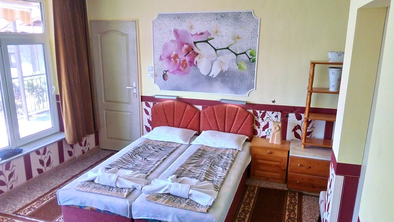Spacious, cozy room in villa Summer House Seaempress, holiday rental in Saints Constantine and Helena