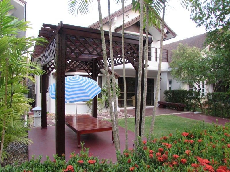 Strandhaus mit tropischen Garten C8, vacation rental in Chak Phong