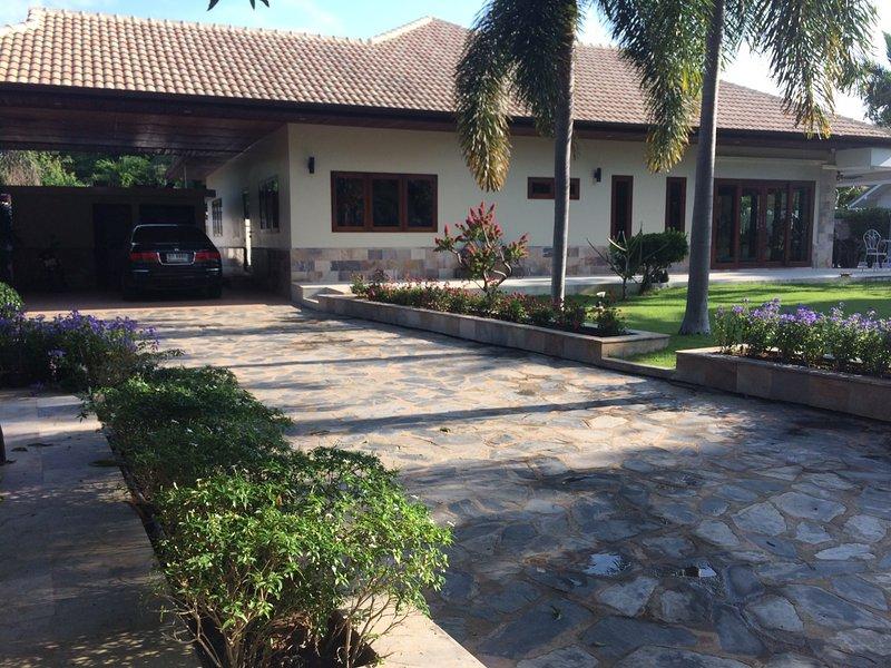 Beau et paisible maison située à 2kms de Khao Ko Lok Beach. 230 m² de surface habitable.