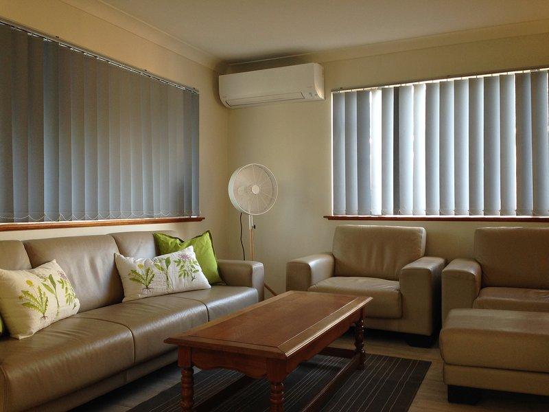Die klimatisierten Lounge Zimmer mit Kingsize-Möbel