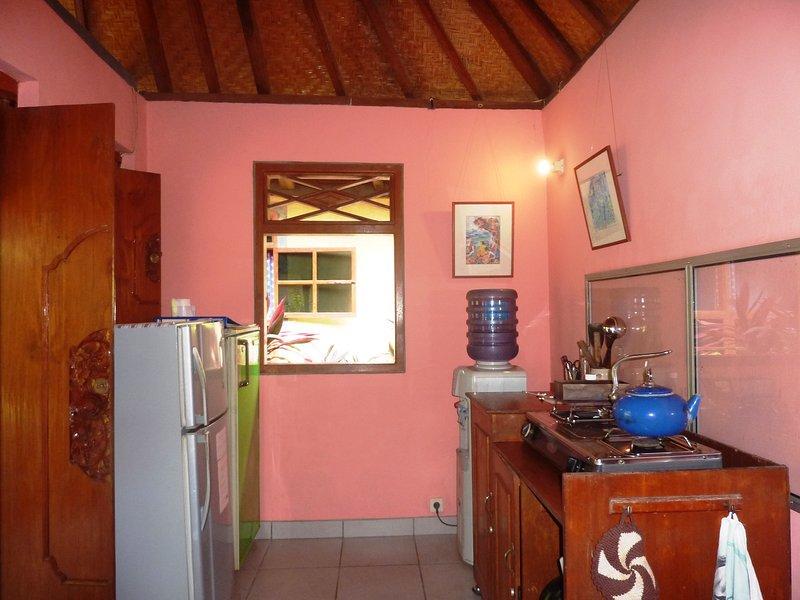 gedeelde keuken voor de gasten van beide bungalows