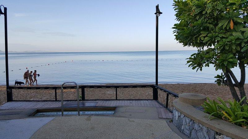 O portão Beach estão com uma pequena piscina pés de lavar para tirar areia quando você voltar do mar