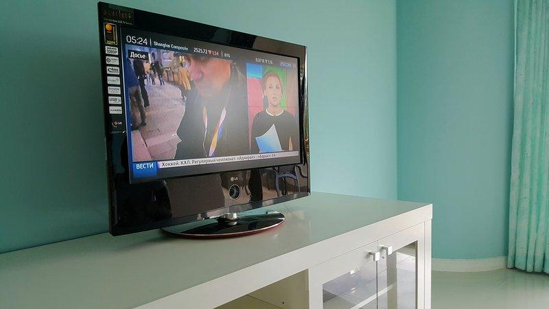 TV a cabo com países múltiplos, tais como tailandês, Inglês, Russo, China e etc. trazer notícias de casa.