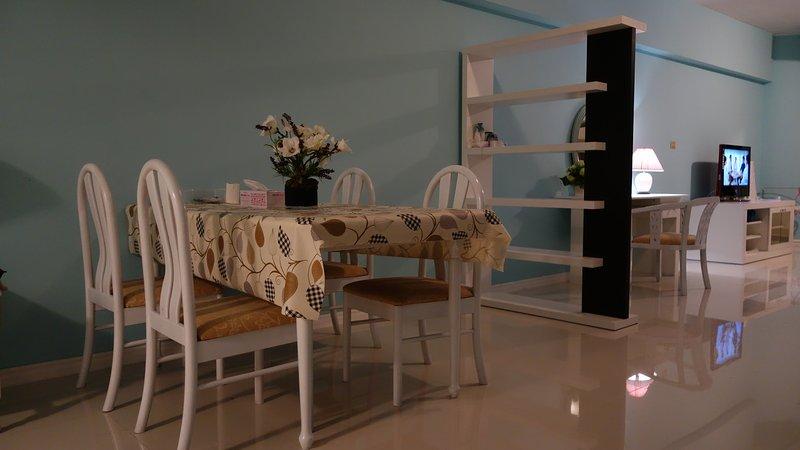 sala de jantar para 4 pessoas que pode expandir-se para 6 no fim da tabela. Se o seu grupo são 6 pessoas,