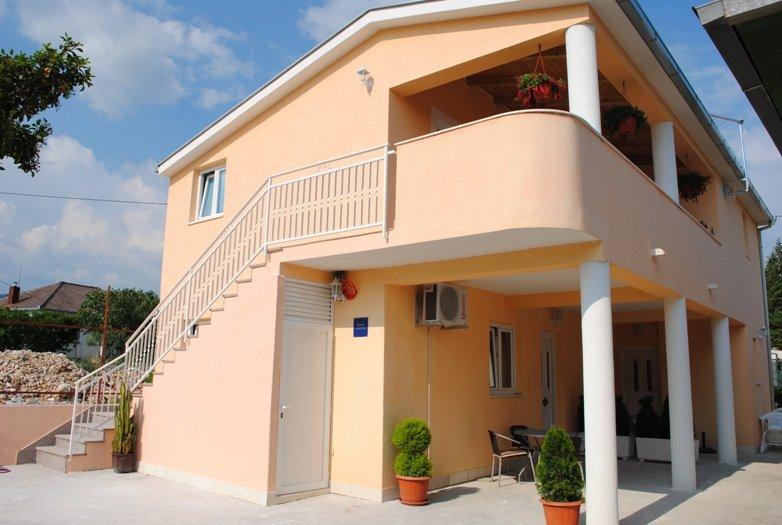 Apartmani Kairos  - A2, vacation rental in Kastel Stafilic