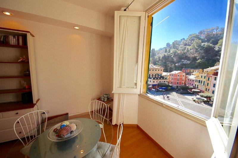 VELA 2BR-sea view in heart of PORTOFINO by KlabHouse, holiday rental in Portofino