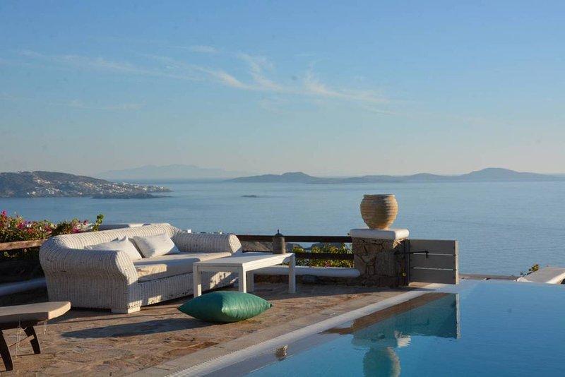 Amazing view-4bedroom villa in Choulakia beach, aluguéis de temporada em Agios Stefanos