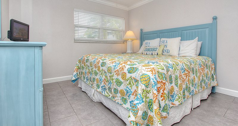 Relax in style at Harbor House N25 in Sunset Beach, Treasure Island, FL