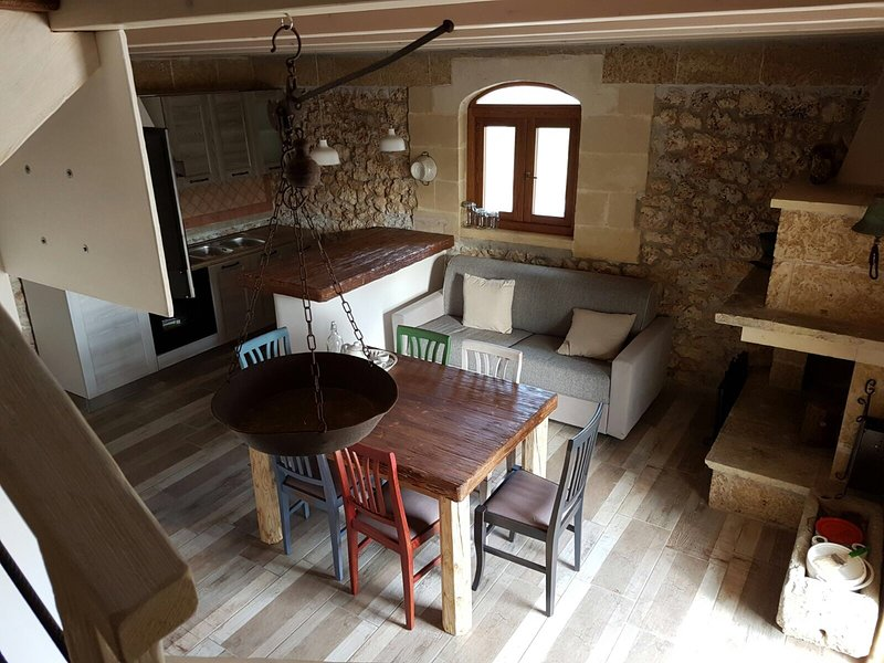 TRULLO DENTRO ULIVETO DI 7000 MQ A 2 PASSI DAL MAR, holiday rental in Acquarica di Lecce