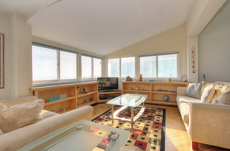 Cozy livingroom with views of the ocean from every direction at Beach House 1703