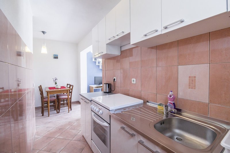 Apartments Katina Komiža - Apartment Pink, holiday rental in Podhumlje