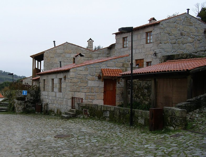 Povoa Dao ,Aldeia medieval, férias e fins de semana, vacation rental in Viseu District