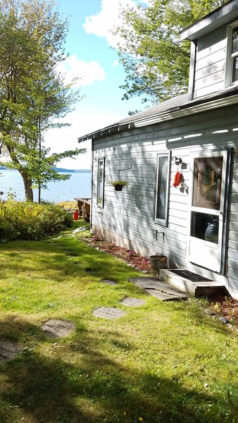 Waterfront Boat House, vacation rental in Trenton