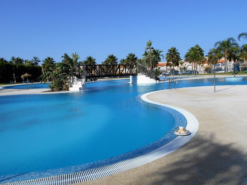 Comfortable apartment in multi-facilities residence, holiday rental in Almerimar