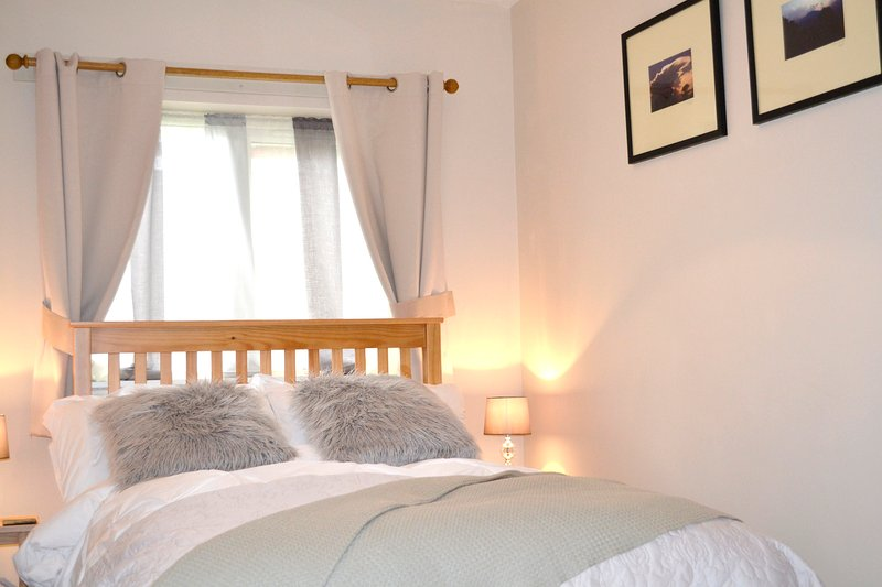 Quiet self contained annex with parking, Cambridge, holiday rental in Madingley
