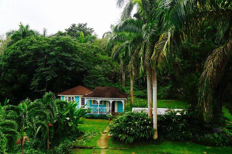 Dollhouse cottage at the Willows estate, location de vacances à Baie de Sainte-Anne