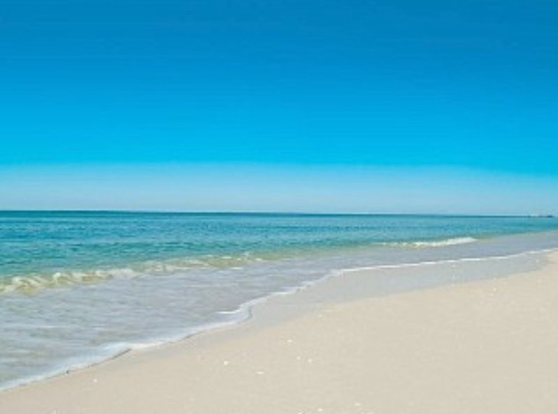 Turquoise waters and crystal white quartz sandy beaches of Siesta Key