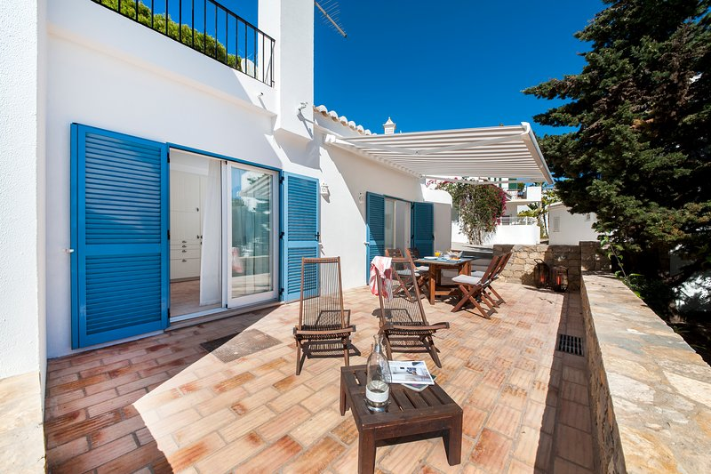 Charming House by the Sea at Vale do Lobo, Algarve – semesterbostad i Loule