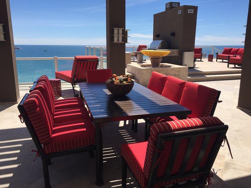 8 persona fuera de la mesa de comedor (5000 + pies cuadrados de patio exterior)
