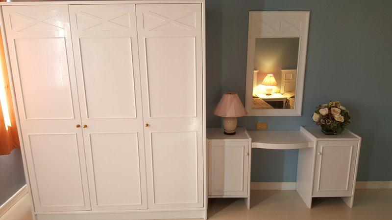 Vestir mesa e armário para o quarto 2