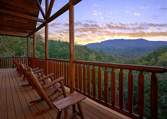 Best View in Gatlinburg! Secluded Log Cabin near Smoky Mountain National Park, alquiler de vacaciones en Gatlinburg