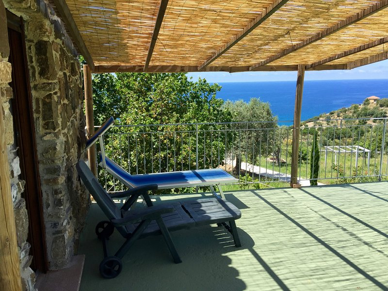casa vacanze into lupene Acciaroli, Cilento, vacation rental in Pollica