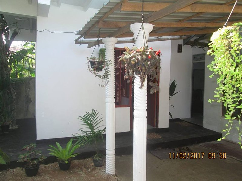 Double G Motel, vacation rental in Weligama