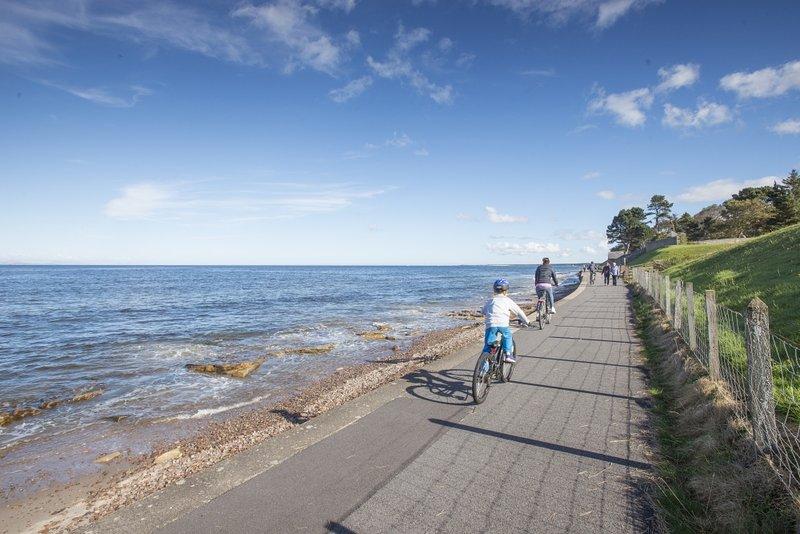 Nós fornecemos quatro motos e capacetes gratuitamente proporcionando uma oportunidade perfeita para explorar a área