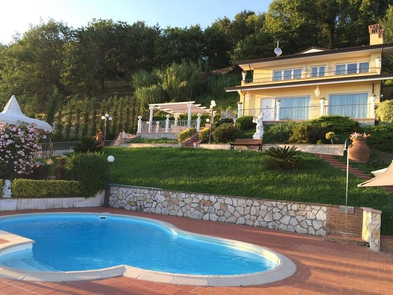3 bedroom Villa with Pool, Air Con and WiFi - 5242212, holiday rental in Pedona