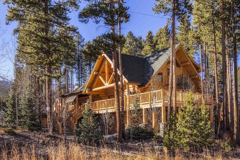 Come home to Ski Hill Lodge:  An exquisite, custom, full log home.